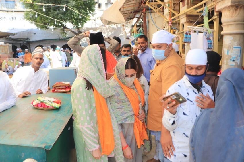 Sara Ali Khan & Amrita Singh at Ajmer Sharif Dargha Photos