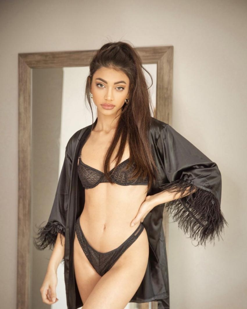 Alanna Panday Photos
