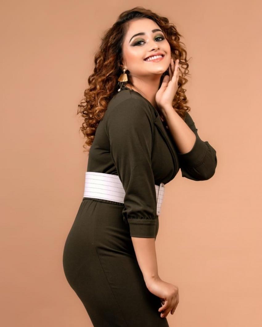 Bigg Boss Kannada Season 8 Contestant Dhanushree Unseen And Rare Photos