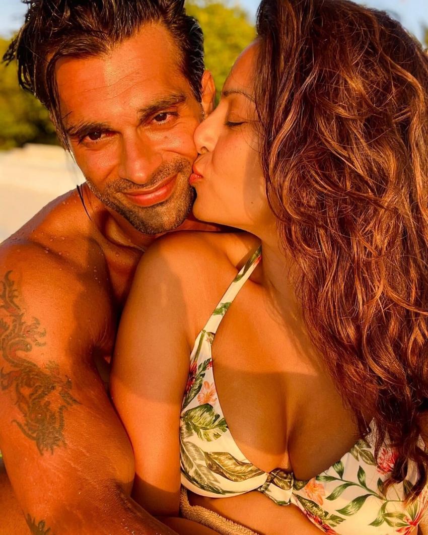 Bipasha Basu Enjoy Holiday With Her Husband Karan Grover In Maldives Photos