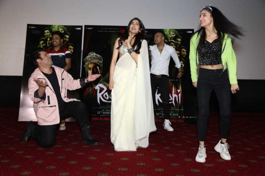 Janhvi varun video panghat dance in delhi Photos