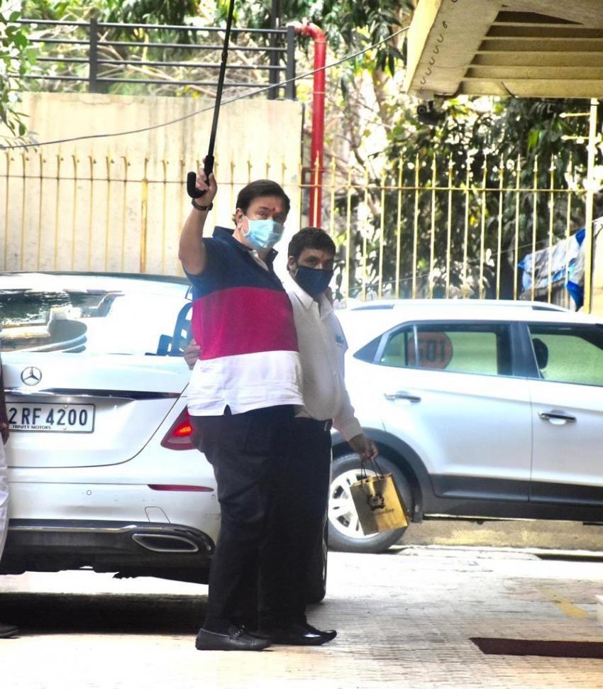 Kareena Kapoor seen with son Taimur post pregnancy Photos