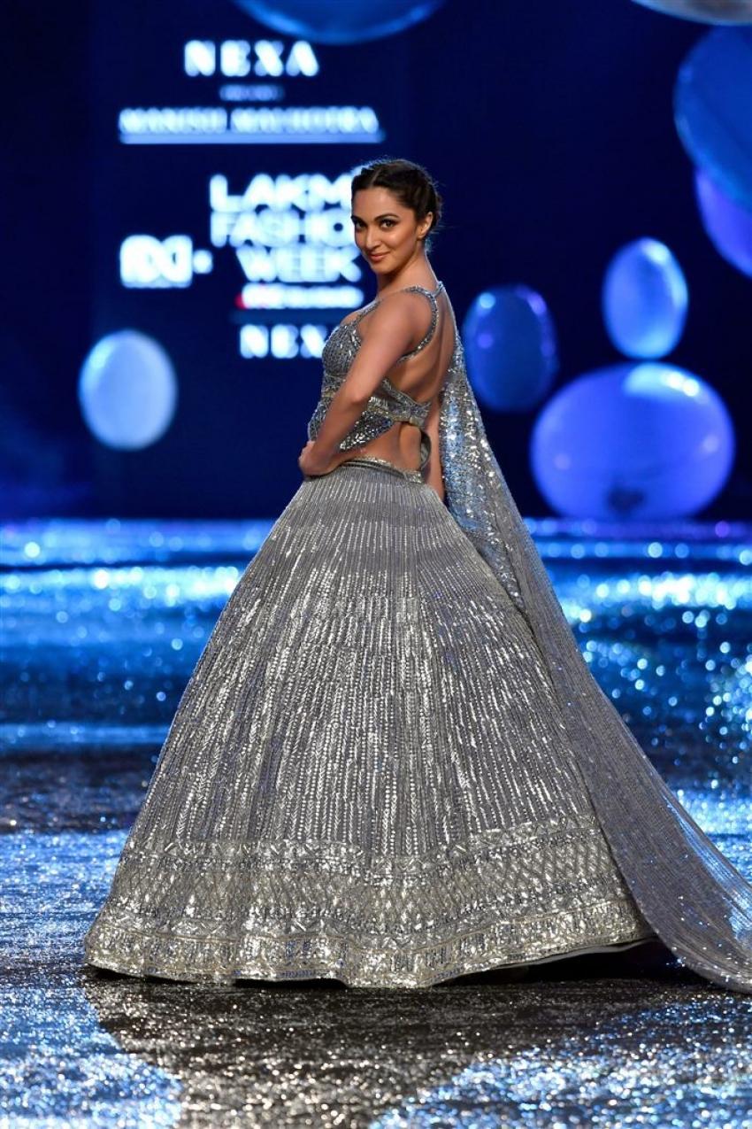 Kartik Aaryan & Kiara Advani walk for NEXA presents Manish Malhotra Photos