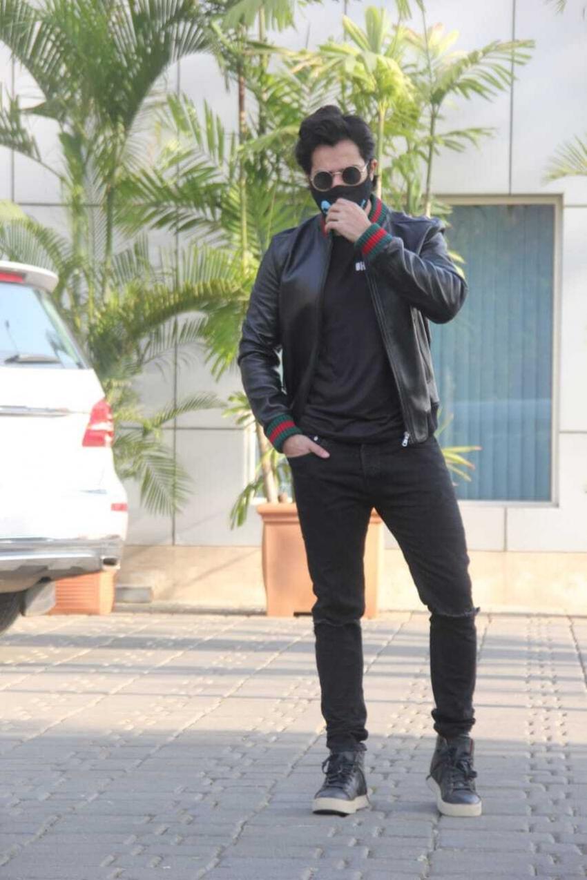 Kirit sanon and Varun Dhawan Spotted Kalina airport Photos