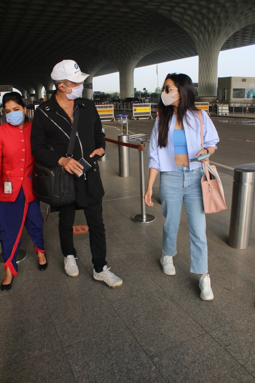 Shraddha Kapoor & Shakti Kapoor snapped at Mumbai Airport Photos
