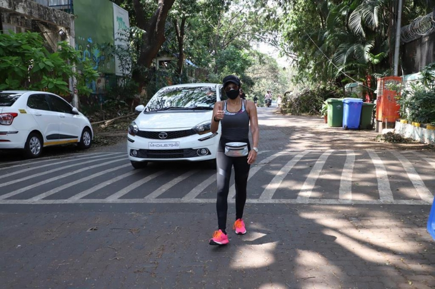 Sridevi's daughter Khushi Kapoor snapped cycling in City and Rakul Preet Singh Spotted Post workout in Mumbai Photos