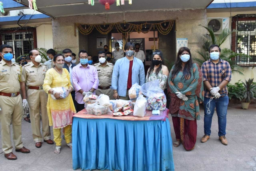 Vivek Oberoi Distributed groceries to needy people Photos