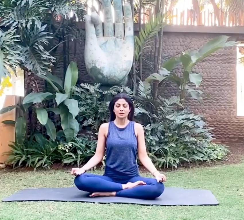 शिल्पा शेट्टी के योग आसन- तस्वीरें