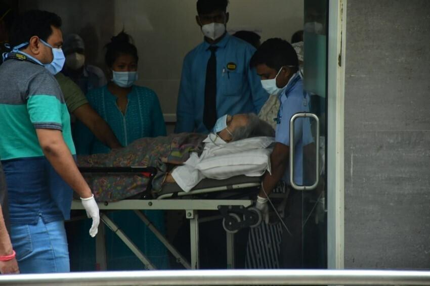 दिलीप कुमार अस्पताल से हुए डिस्चार्ज, देखें लेटेस्ट तस्वीरें