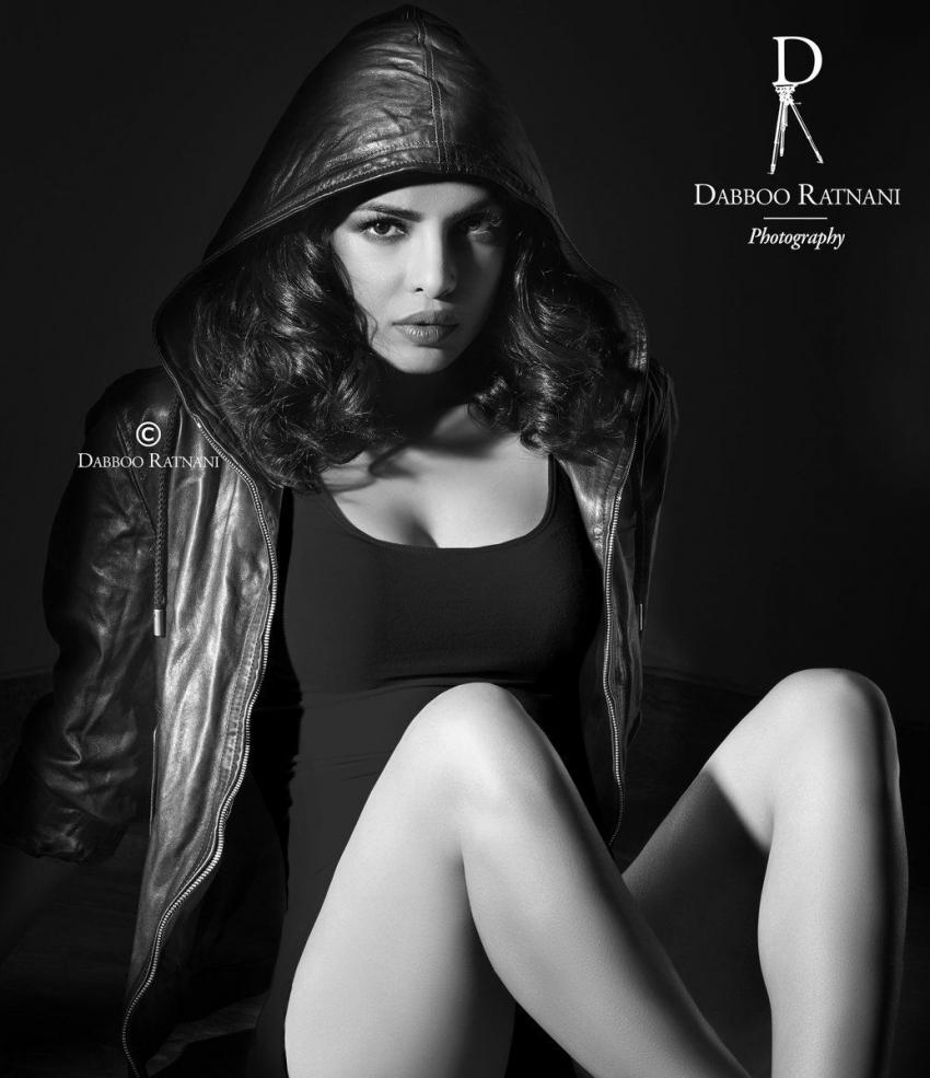 बॉलीवुड एक्ट्रेसेज का टॉपलेस बोल्ड फोटोशूट, डब्बू रतनानी की देखिए फोटोग्राफी