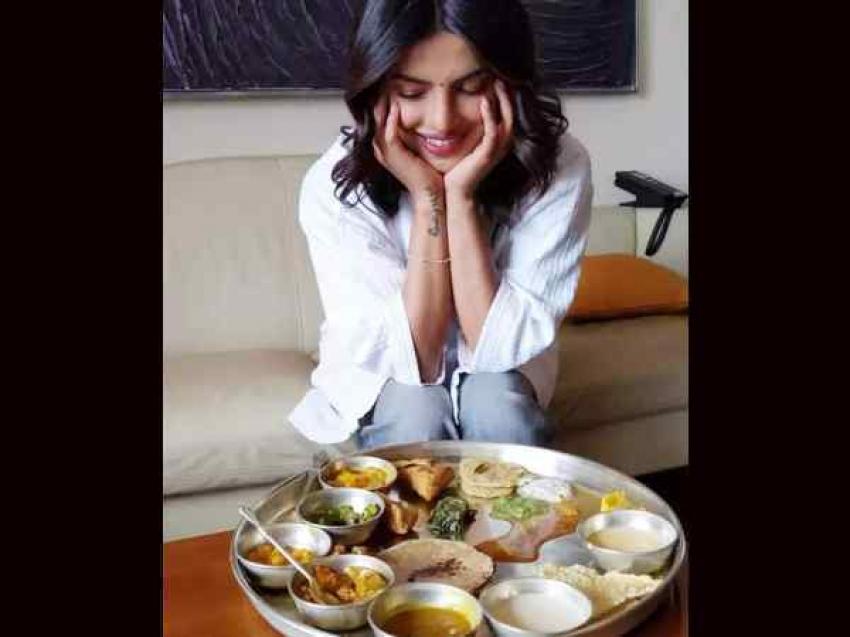 प्रियंका चोपड़ा की गोलगप्पा, बर्गर, पिज़्ज़ा खाती मज़ेदार तस्वीरें