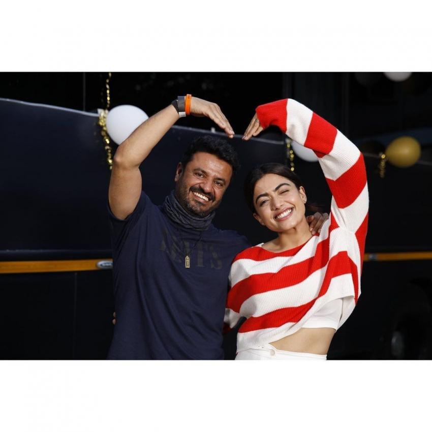 அதுக்குன்னு இப்படியா.. ரொம்ப தாராளம்.. கார்த்தி பட நடிகையின் கலக்கல் போட்டோஸ்!