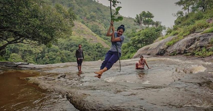 ஸ்லீவ்லெசில் கிளாமர் காட்டும் சாய் பல்லவி ஃபோட்டோஸ்