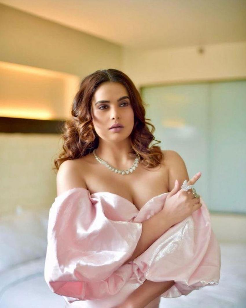 Anupama Agnihotri Photos