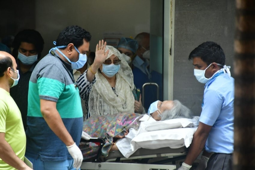 Dilip Kumar gets discharged from the hospital Photos