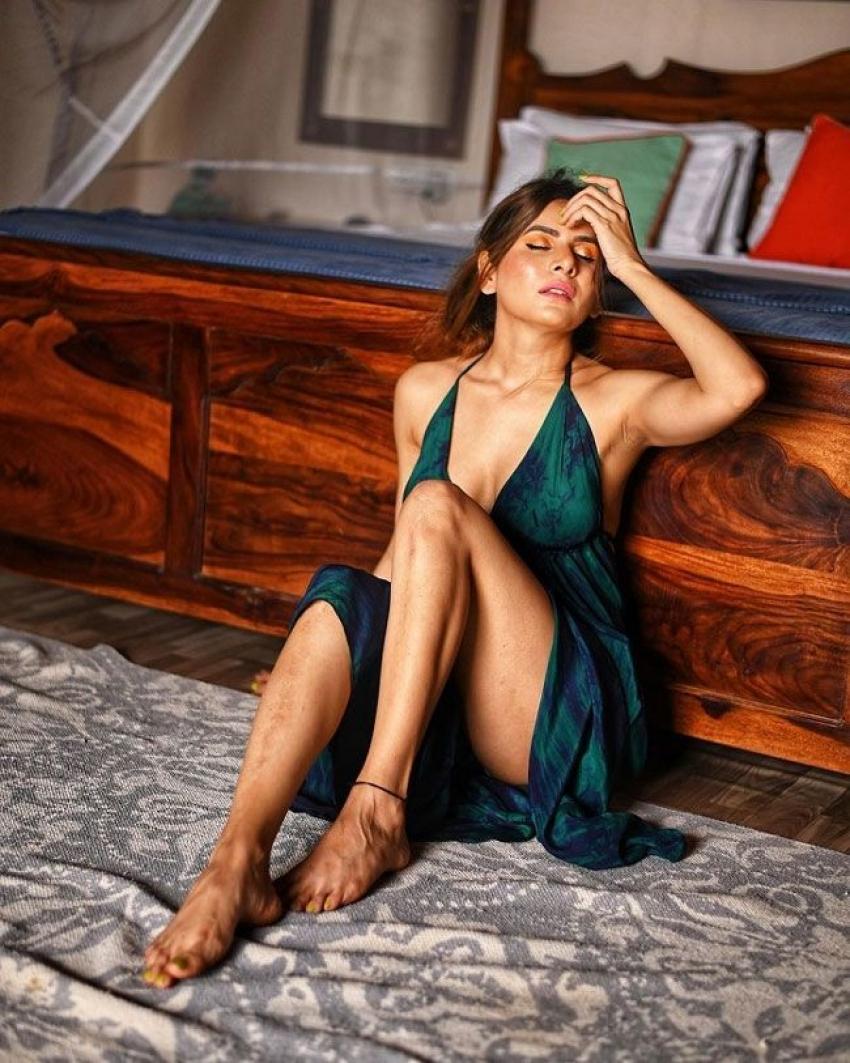 Isha Anand Sharma Glamorous Photos