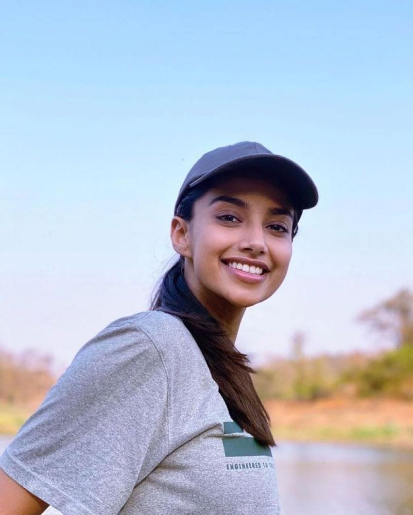 Meenakshi Chaudhary Photos
