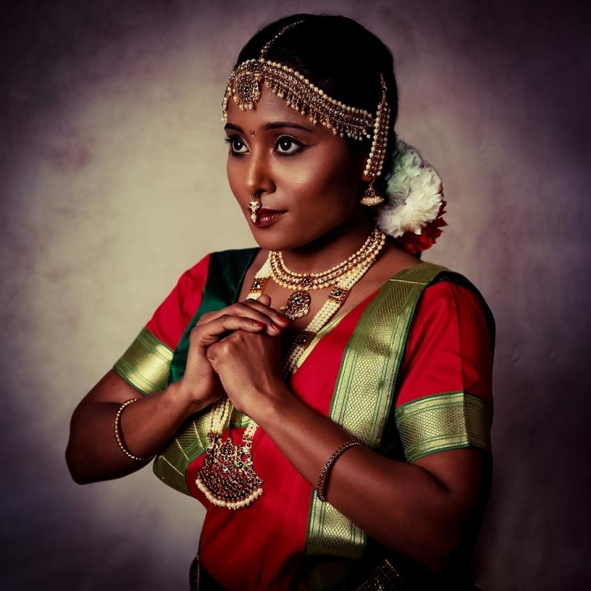 மராத்தி நடிகை நிகிதா கோகலேவின் டாப்லெஸ் போட்டோக்கள்.. சூடாகும் இணையம்!
