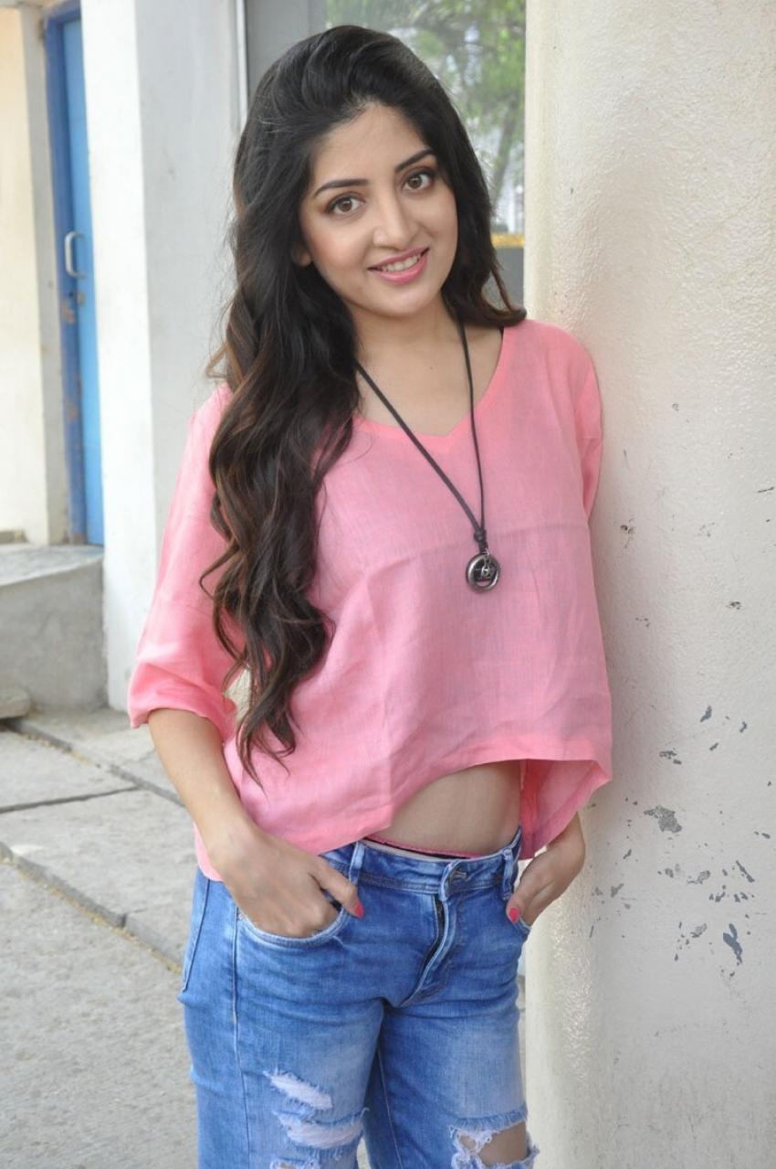Poonam Kaur Photos