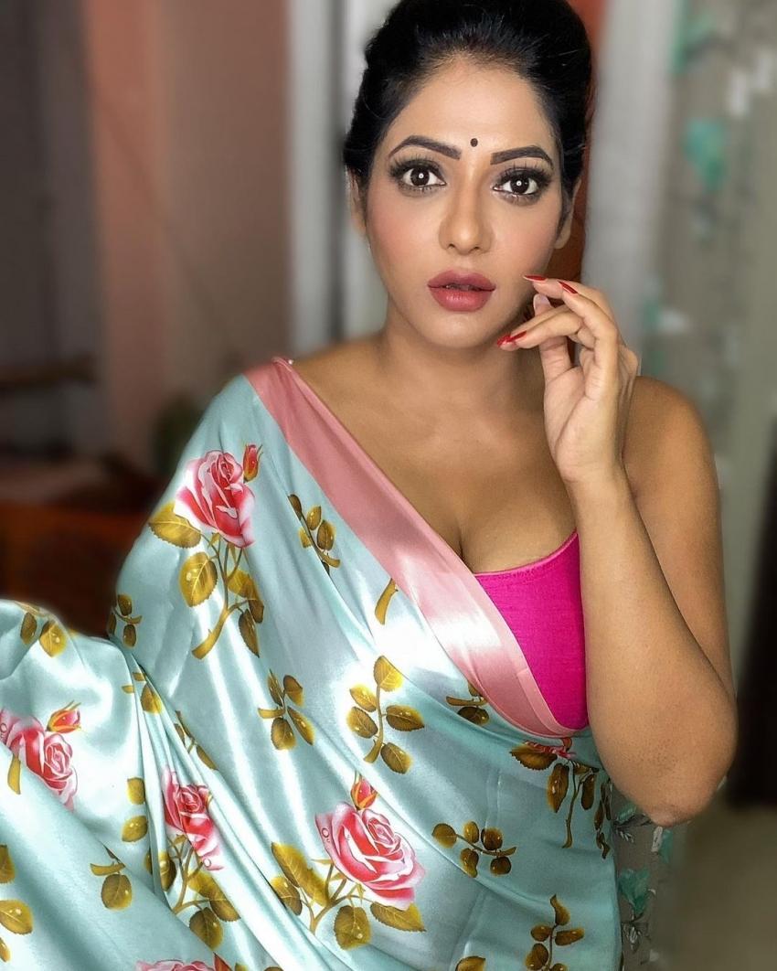 புல்லரிக்க வைக்கும் புஷ்பா.. இன்னாம்மா வொர்க்கவுட் பண்றாங்க நம்ம ரேஷ்மா!