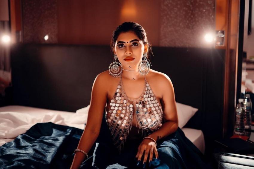 Rivika Mani Photos