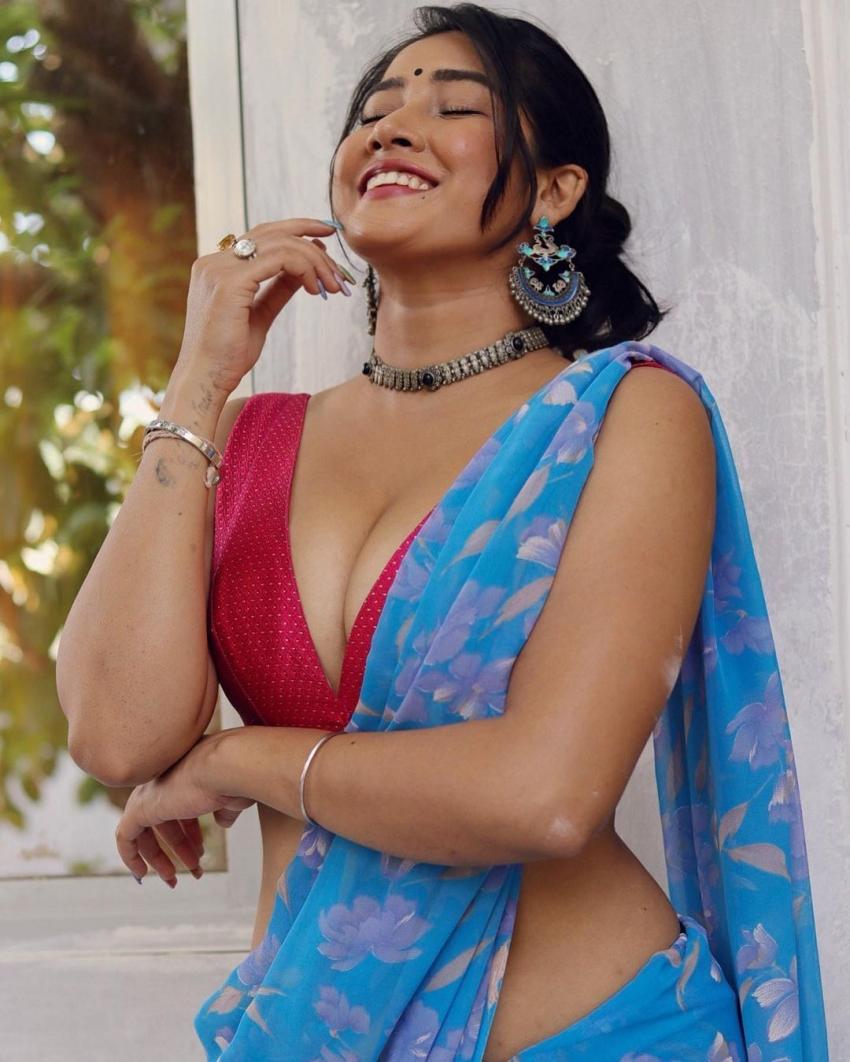టిక్ టాక్ బ్యూటీ సోఫియా అన్సారీ హాట్ షో మామూలుగా లేదుగా.. ప్యాంట్ వేసుకోకుండానే అందాల ఆరబోత!