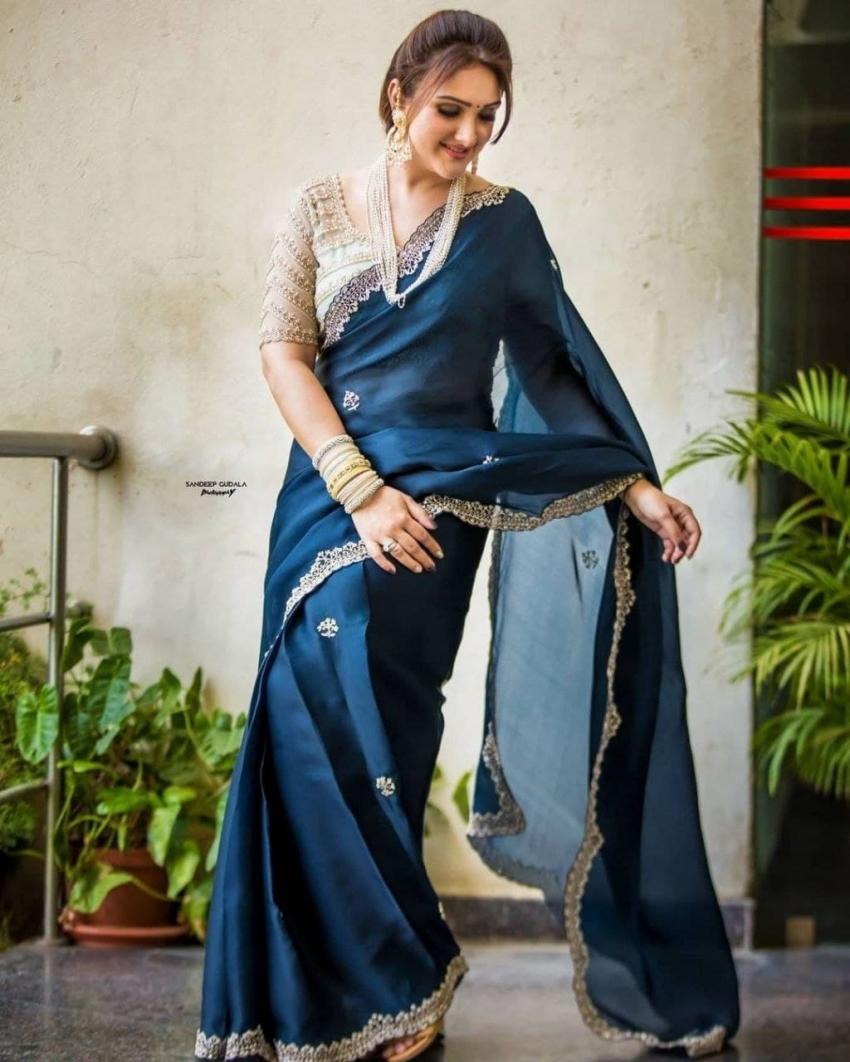 സാരി ലുക്കില് ശ്രീദേവിയുടെ മനോഹര ചിത്രങ്ങള്, കാണാം