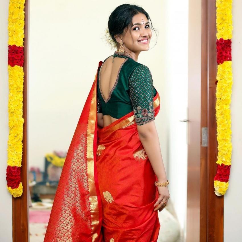 அந்த சீரியல் நடிகையா இது.. சினிமாவுக்கு போனதும் அள்ளும் கிளாமர்.. சின்னத்திரை நயனின் க்யூட் பிக்ஸ்!