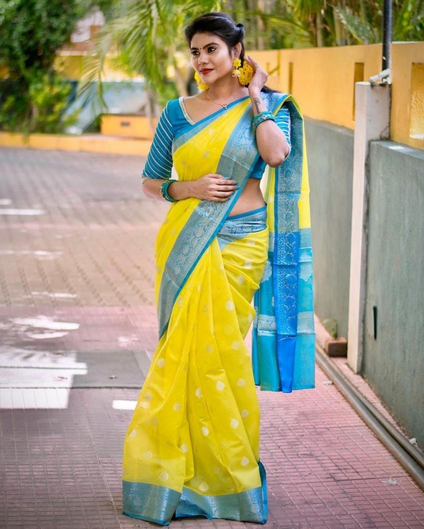 அம்மாடியோவ்.. என்னா அழகு.. அசர வைக்கும் நிவிஷா போட்டோஸ்