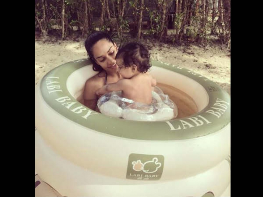 देखिए लीज़ा हेडन के बेबी बंप की तस्वीरें