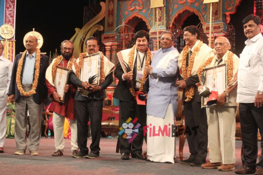 ಚಾಲೆಂಜಿಂಗ್ ಸ್ಟಾರ್ ದರ್ಶನ್ 'ರಾಜ್ಯ ಪ್ರಶಸ್ತಿ' ಪಡೆದ ಫೋಟೋಗಳು