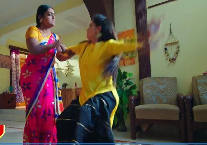 అక్కా అన్నందుకు కుక్కను తరిమినట్టు కొడుతా.. మోనితకు దీప స్ట్రాంగ్ వార్నింగ్