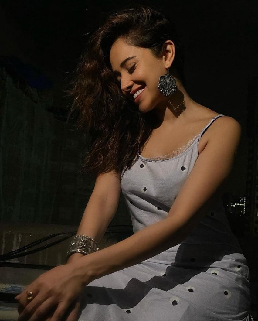 ಹುಣ್ಣಿಮೆ ಚಂದ್ರನಿಗೆ ಪೈಪೋಟಿ ಕೊಡುತ್ತಿರುವ ನುಶ್ರತ್ ಬರೂಚಾ
