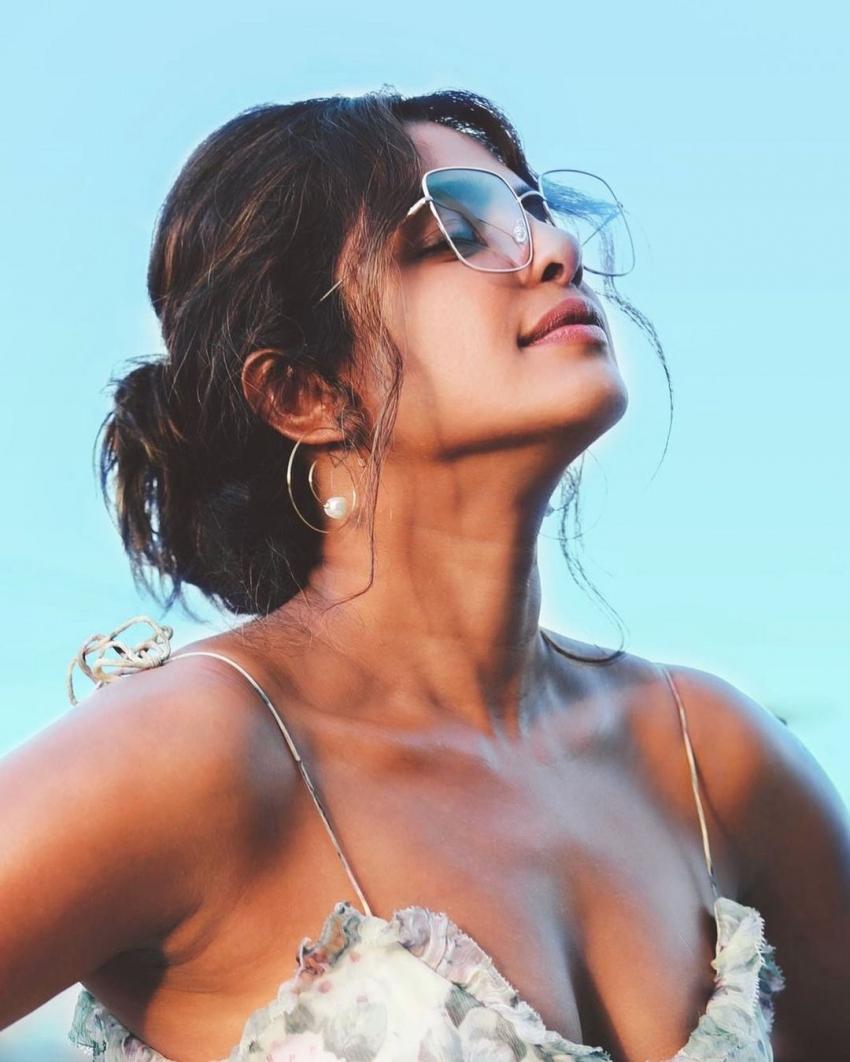 சூப்பர் ஹாட் உடையில்.. நடிகை பிரியங்கா சோப்ராவின் ஹாட் போட்டோஸ்!