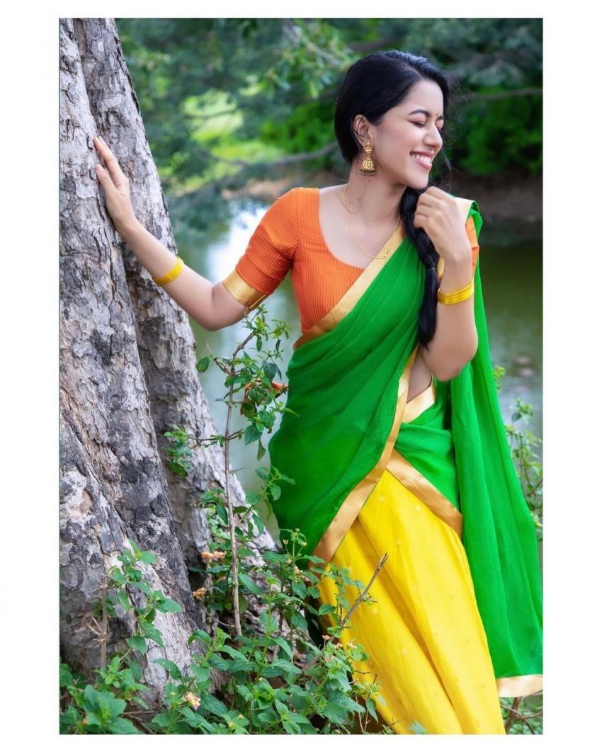 பச்சை தாவணியில்  செம அழகு... அசத்தும் நடிகை மிர்னாளினி ரவி!