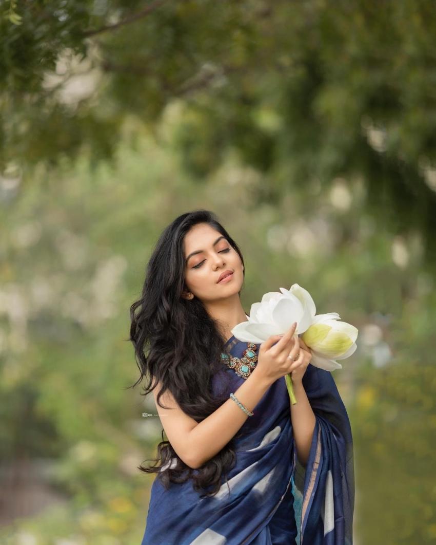 ക്യൂട്ട് ലുക്കിൽ താരപുത്രി, അഹാനയുടെ മനോഹരമായ ചിത്രങ്ങള് കാണാം