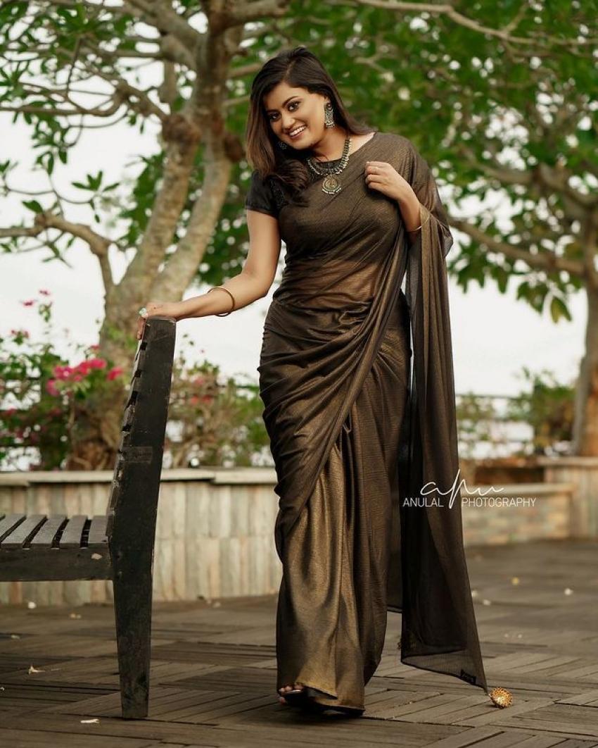 அழகில் அசத்தும் த்ரிஷ்யம் நடிகையின் லேட்டஸ்ட் ஃபோட்டோஸ்