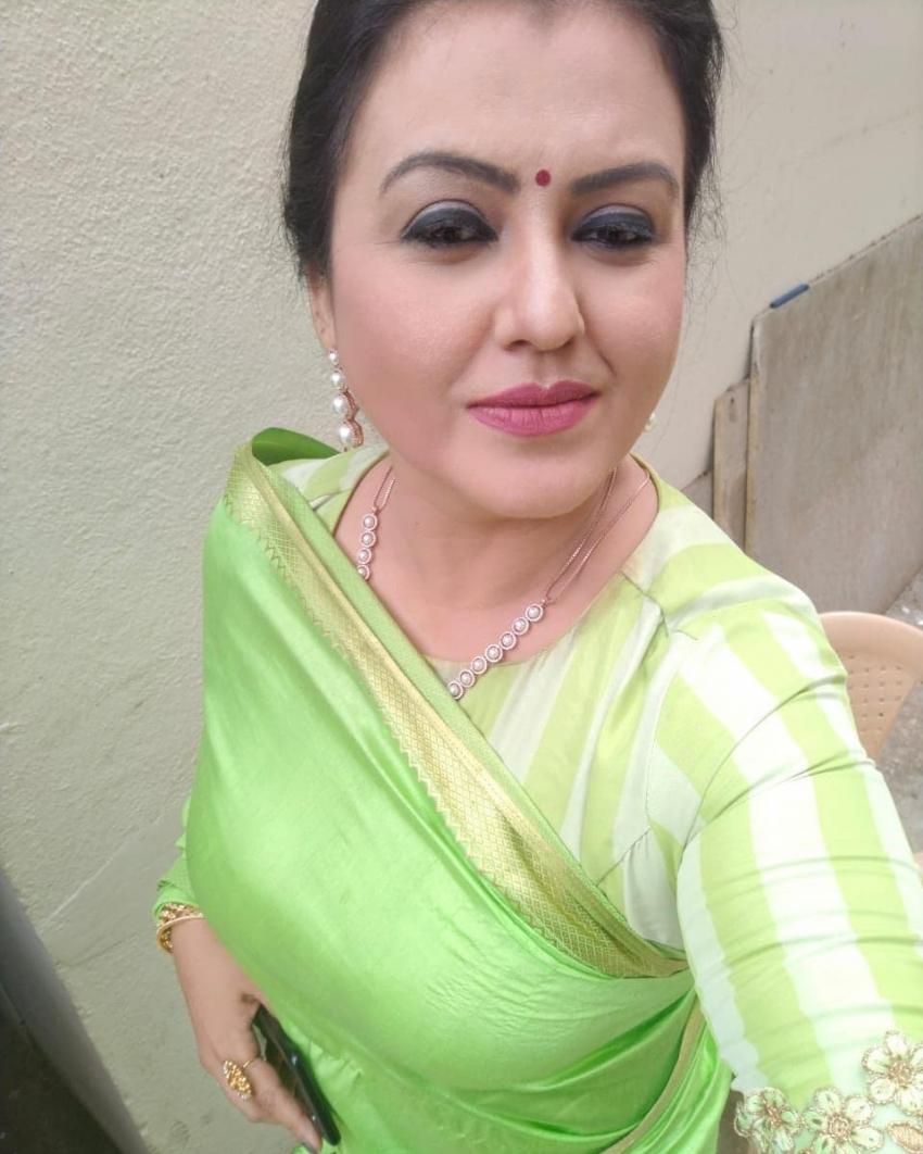 அந்த கிளாமர் நடிகையா இது.. முகத்துல சுறுக்கம் வந்துடுச்சே.. சோனாவின் லேட்டஸ்ட் போட்டோஸ்!