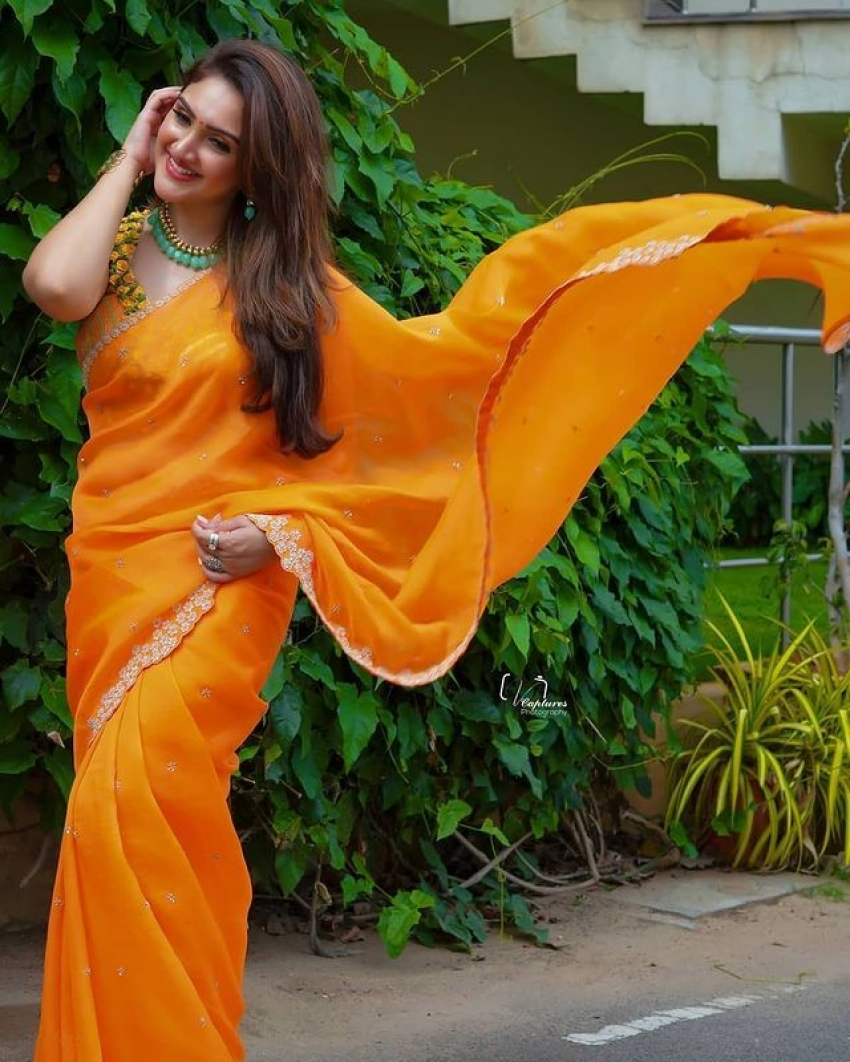 மஞ்சக்காட்டு மைனா...ஸ்ரீதேவி விஜயக்குமார் அசத்தல் ஃபோட்டோஸ்