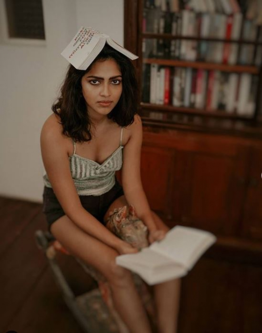 అమలా పాల్ అందాల విందు: బాత్టబ్లో ఘాటు ఫోజులు.. రెచ్చగొడుతోన్న గ్లామరస్ హీరోయిన్
