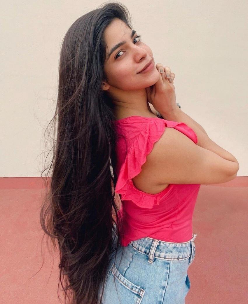 Divya Bharathi Photos
