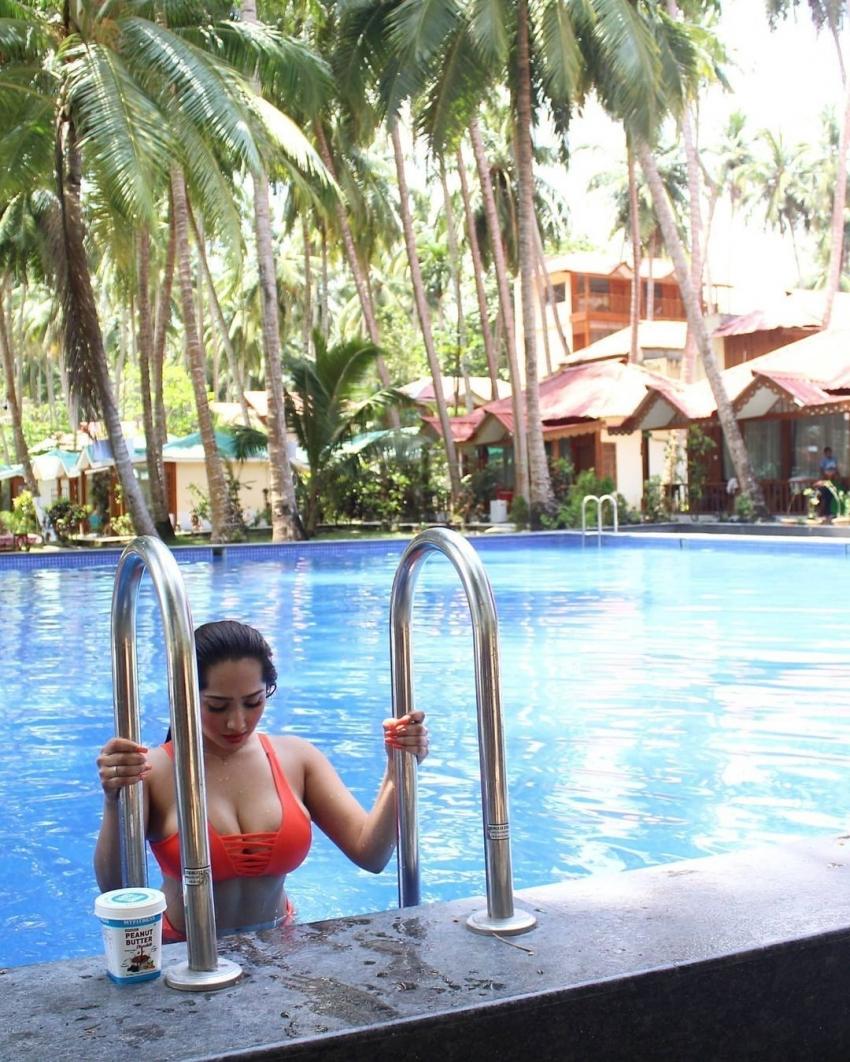 Fitness Model Aditi Mistry viral Photo shoot Photos