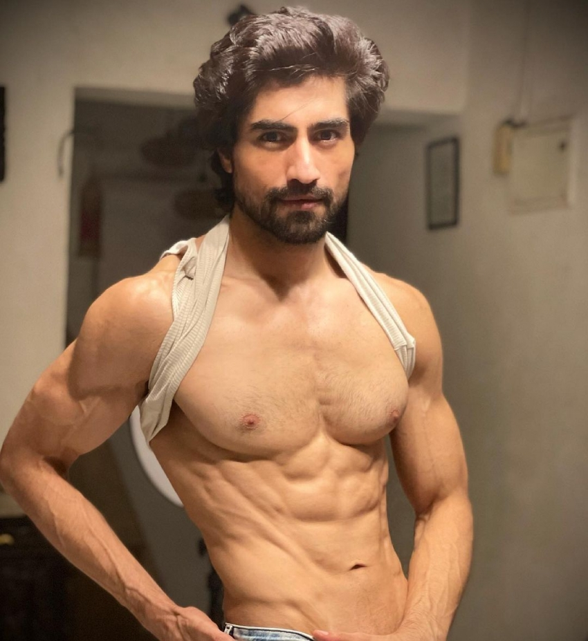 Harshad Chopda Wows Fans With His Latest Pictures Photos
