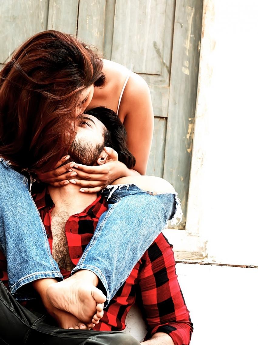 Honey Trap.. హాట్ హాట్గా హల్చల్ చేస్తున్న ఫోటోలు.. సునీల్ కుమార్ డైరెక్షన్లో మరో సంచలన చిత్రంగా..