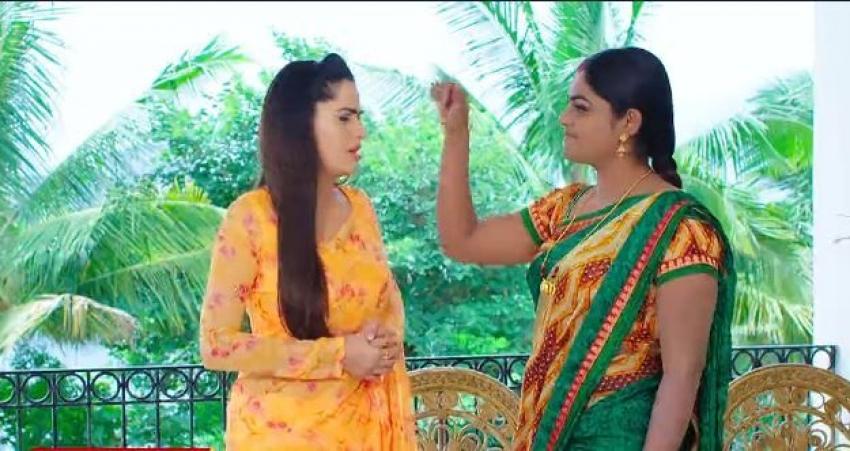 Karthika Deepam చెయ్యెత్తి కొట్టబోయి.. మెడపట్టి గెంటేసి.. మోనితకు తీవ్ర అవమానం.. చిటికెలేసిన దీప