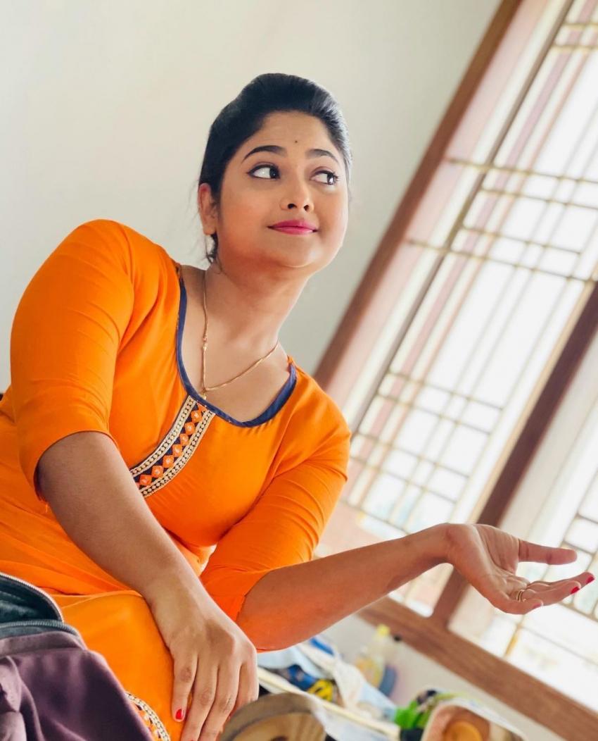 മൗനരാഗത്തിലെ കാല്യാണിയുടെ പുതിയ ചിത്രങ്ങൾ വൈറലാകുന്നു, കാണൂ
