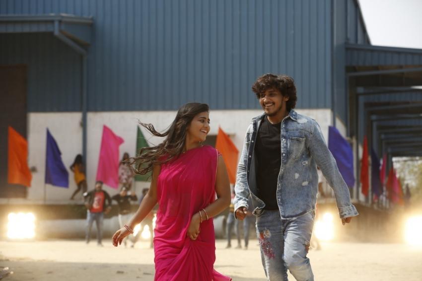 Na Venta Paduthuna Chinadevadama Movie Stills Photos