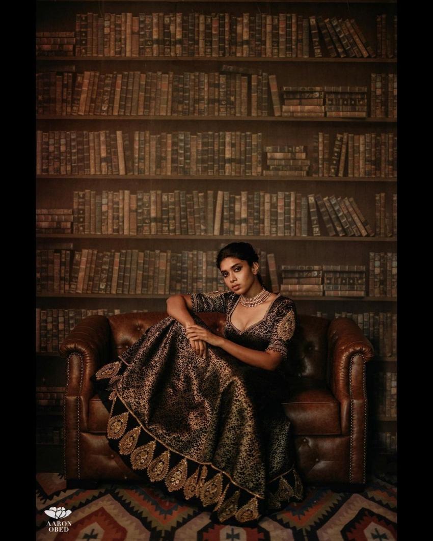 സാരിയിലും മോഡേൺ ലുക്കിലും ഒരുപോലെ സുന്ദരി; സര്പ്പട്ടൈ താരത്തിന്റെ ചിത്രങ്ങള് ട്രെന്ഡിംഗ്
