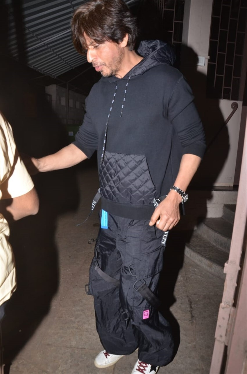 Shah Rukh Khan Airport Pictures Photos