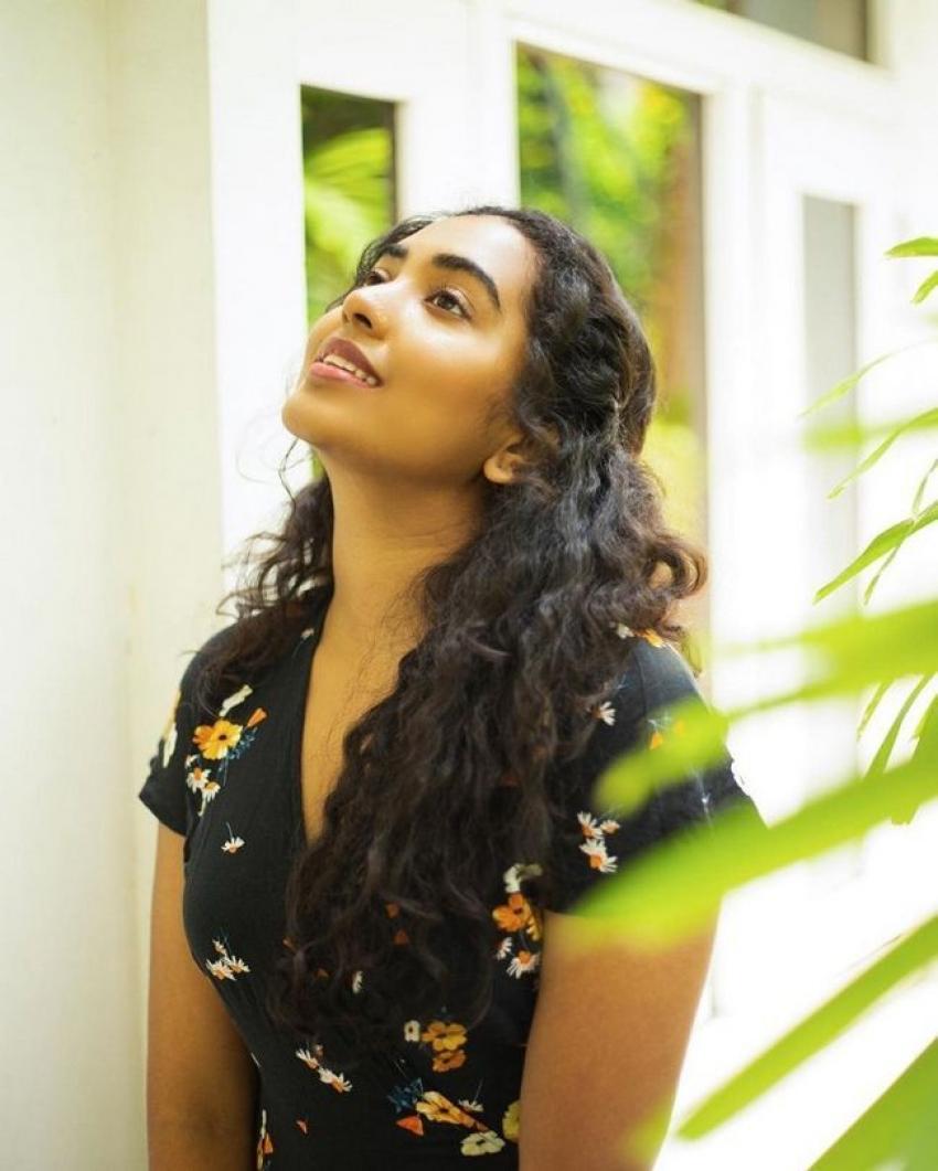 Shivathmika Rajashekar.. బ్యూటీఫుల్ ఫోటో గ్యాలరీ.. ఎద అందాలతో రచ్చ